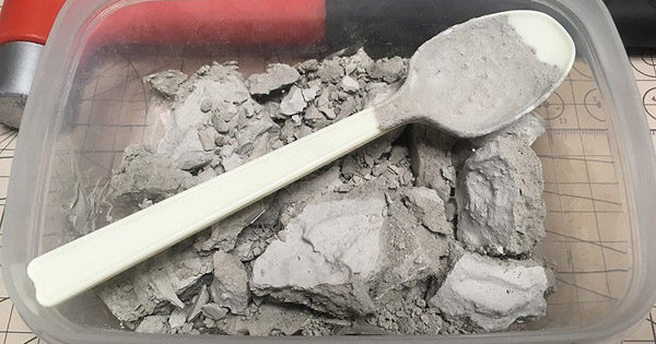 「解体中の建物A」を真鍮線とモデリングプラスターでディテールアップしてみる、その2